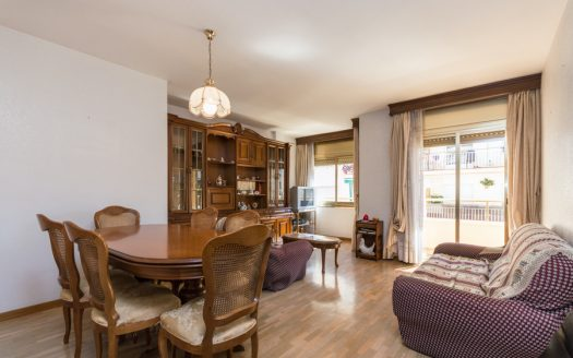 Bright flat with balcony parking and storage in Vilanova