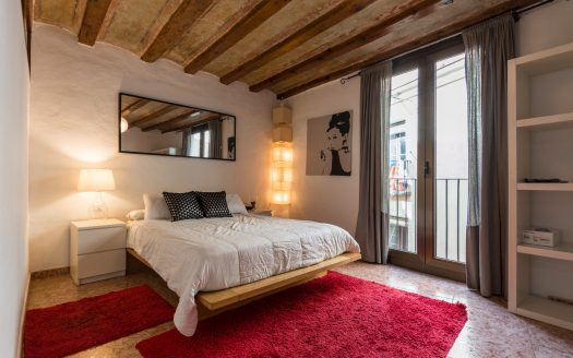 Barcelona Gothic Quarter charming flat with balcony