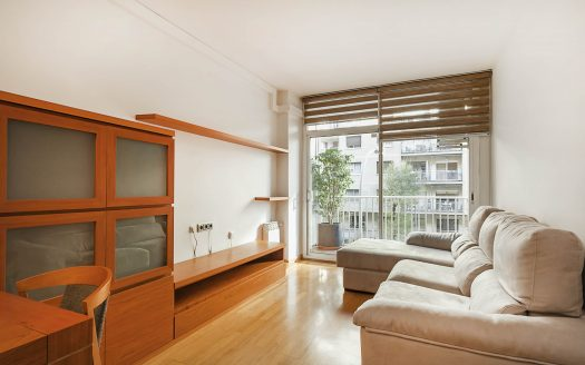 Beautiful spacious flat in the Sagrera area ready to move in